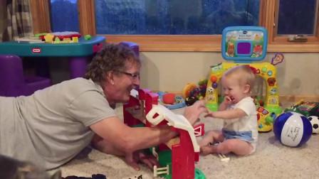 宝宝搞笑视频, 隔辈亲没错了, 爷爷看孙子, 真是越看越喜欢呀