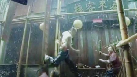 男神收割机!彭于晏以一敌百,雨中打戏确实厉害