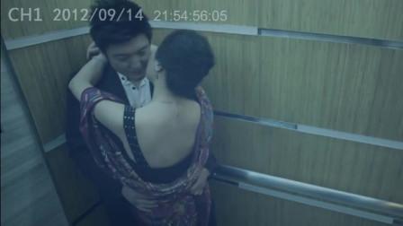 保安在监控室偷看情侣亲吻,却意外看到了恐怖的画面