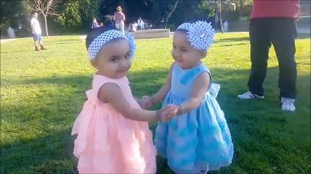 搞笑双胞胎, 双胞胎宝宝一起玩耍, 真是太热闹太搞笑了