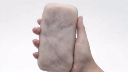 触感如真人!新型人肉手机壳 还能判断用户心情