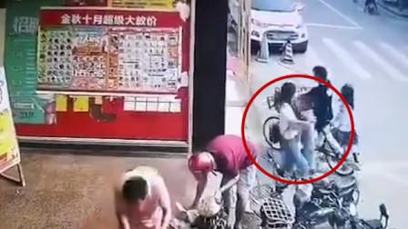 4岁男童街头突然被抱走 警方:父母争夺抚养权