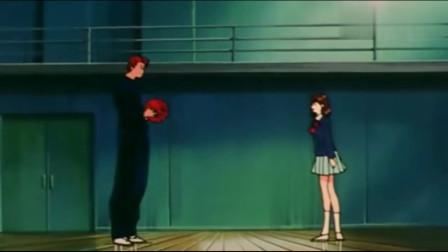 灌篮高手-樱木单手抓球,晴子看到后立马开心的尖叫