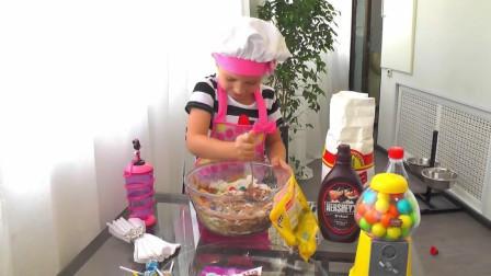 熊孩子自己在家做蛋糕, 瞧她这熟练的身手, 想必平时也没少闯祸吧 哈哈!