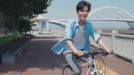 同样是骑车,贾乃亮骑单车,小S骑机车,看到肖战:瞬间犯花痴!