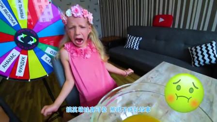萌娃小可爱化身美食小达人在家里制作冰激凌!小家伙技术真是不错!萌娃:这是什么呀!