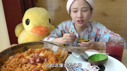 """密子君:""""大厨""""密子上线:培根虾仁蛋炒饭!"""