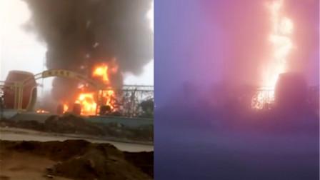 山东大雾天气致两油罐车追尾起火 现场火势凶猛浓烟冲天