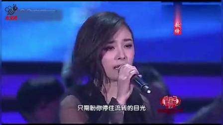 杨幂登台再唱成名曲,打扮靓丽,惊艳了台下一大票男明星