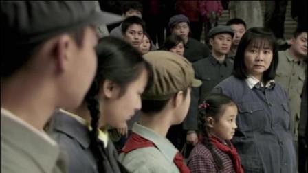 我的孩子我的家:为了给老公讨个说法,孕妇带五个孩子跪在场门口!