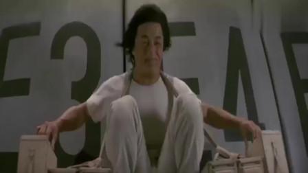 飞鹰计划:成龙大哥带你感受一下,被超级大风吹是什么感觉,佩服!