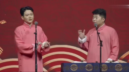 孟鹤堂模仿鹦鹉挤兑周九良家人,现场观众乐的笑嘻嘻!