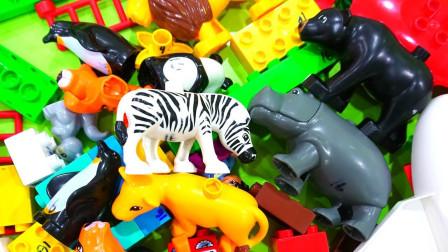 彩色积木玩具搭建动物园认识小动物