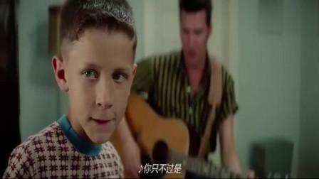 """阿甘无意间遇上了一带个吉他箱子的男子,没想到他是后来的""""猫王""""!"""
