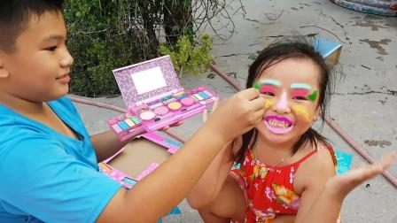 好期待!萌宝小正太帮小萝莉化了一个什么妆容?趣味玩具故事