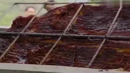 舌尖上的美食:炭烤八寨山猪!手法简单粗暴肥而不腻,让人流口水!