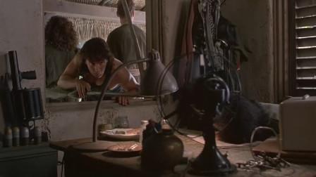 反斗神鹰:狱长睡得太,男子拿棍子偷钥匙,怼到他脸上他都不醒