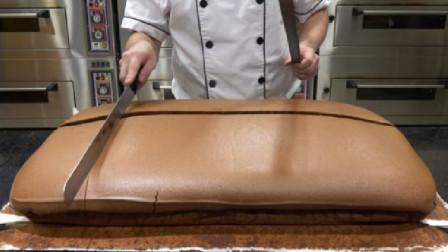 """世界上最大的""""脏脏包"""",烘焙师一刀下去,流出的爆浆让人流口水!"""