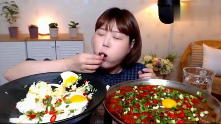 韩国吃播美女吃米饭+煎蛋+酱油虾仁,看看这吃相,我都馋了
