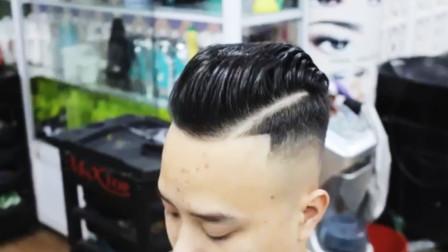 老师傅出手剪流行的男士发型,一把推子就够了,推的一样很帅气