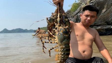 哥俩自制工具海边捕捉大龙虾,几只大龙虾到手,可以大吃一顿了