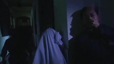 黑暗阴森的停尸房内,龌龊老头竟色胆包天,公然偷运女尸