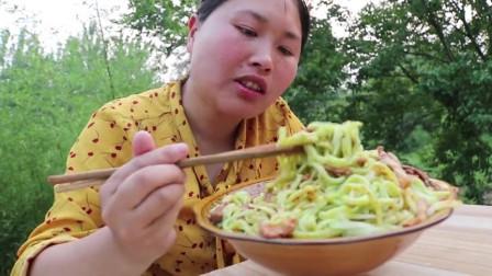 吃了30年的黄瓜,除了凉拌,还是胖妹最会吃,真是高手在民间