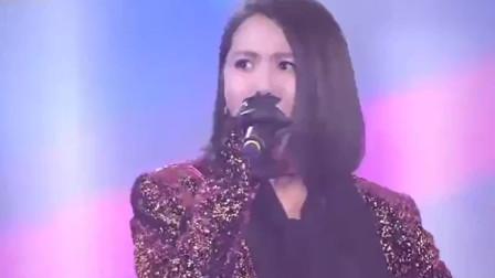 谭维维现场实力演唱郑钧成名曲,一首《赤裸裸》炸裂全场,太嗨了