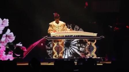 周杰伦上海演唱会:现场为粉丝古筝伴奏《红尘客栈》,太优秀了