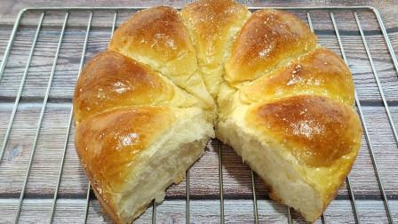 面包又出新做法了,不用揉出手套膜,只需这一步,蓬松暄软又拉丝