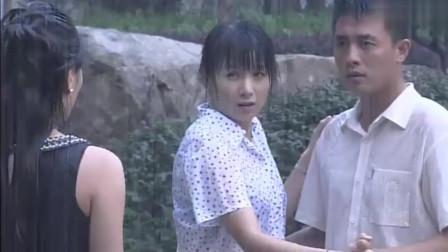 保姆与保安:情侣二人雨中起舞,女子却出现,破坏好事!