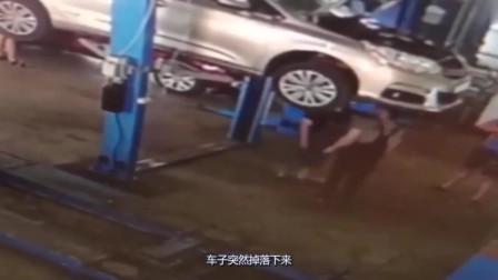 汽车维修工正在检修汽车,不料下一秒发生意外,死的也太惨了