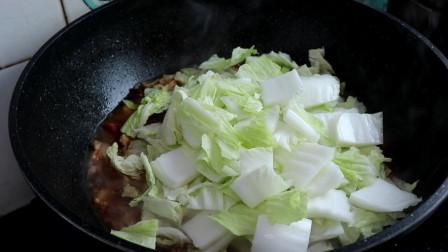 白菜猪肉炖粉条这样做真好吃,一次炖一锅不够吃,招待客人备有面