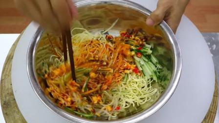 """美食作家王刚:厨师长教你""""四川凉面""""的做法,地道的川味小吃,先收藏起来"""