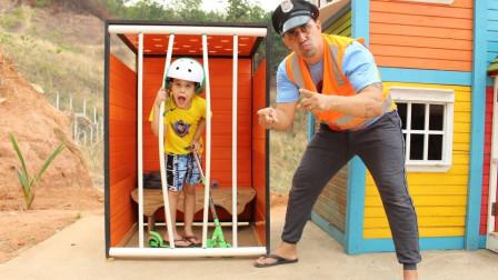 萌宝儿童玩具益智故事:小正太滑滑梯为何被警察抓?咋回事?