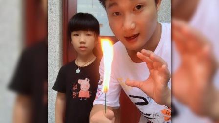 火把变玫瑰!被小女孩拆穿了😂