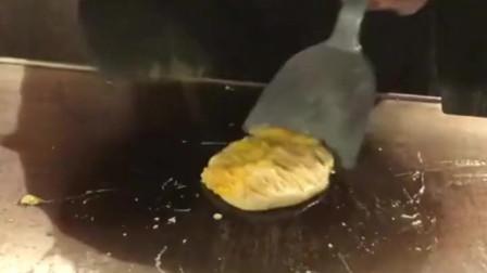 这炒鸡蛋的技术没个三五年做不来,最后一下才是最有灵魂的