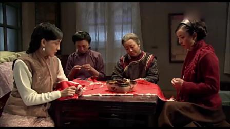 闯关东:家里媳妇们在给鲜儿做寿衣,那文他娘在偷偷抹眼泪!