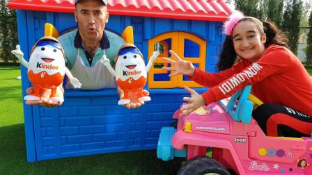 萌宝儿童玩具亲子游戏:小萝莉的玩具车怎么到处撞倒保龄球?最后还得到奇趣蛋?