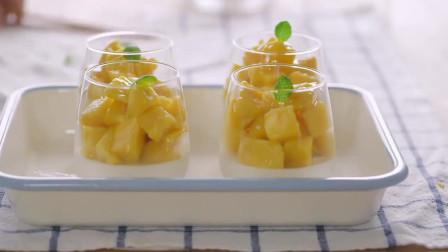 《韩国农村美食》清甜的牛奶布丁,配上酸甜可口的芒果块,好吃