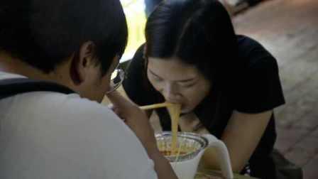 藏在武汉街头的成都味!这家鲜辣花甲粉用料新鲜,汤浓粉香