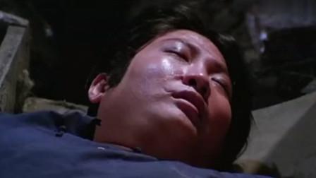 鬼打鬼:洪金宝与生蛆的僵尸睡一起,竟还摸他手,醒来倒霉了!