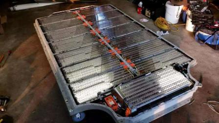 为什么特斯拉要用几千节小电池组而不用大电池?专家道出事情真相