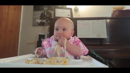 8个月的小宝宝就自行断奶了,吃面条如同开挂一样,吃相太可爱了