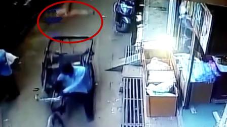 3岁男孩从11米高阳台摔下 正好落在路过三轮车后座上捡回一命
