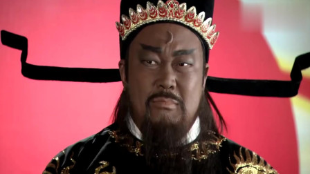 包拯真是不知礼数,当着太后的面脱下皇上龙袍,杖打二十大板!
