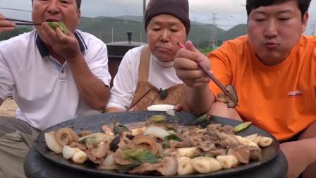 大胃王吃播 兴森一家人今天吃大锅葱炖猪肉