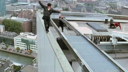 成龙的《我是谁》, 大哥巅峰之作, 跳楼、跳飞机都是家常便饭