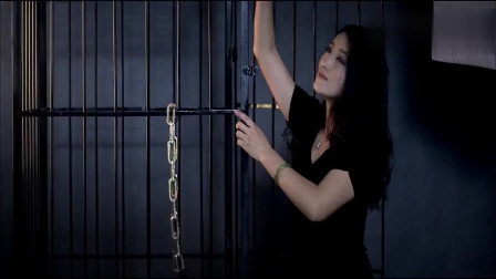 摄影师路子真野, 带美女回家拍艺术照, 铁链囚笼齐上场