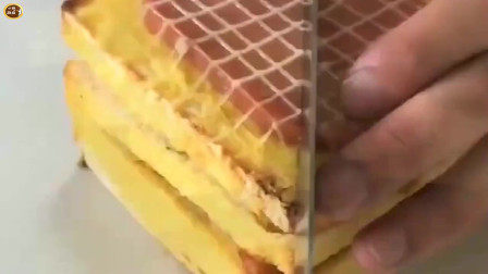 切片面包竟然还可以这样吃,加上火腿和鸡蛋,那就是高配版的三明治!